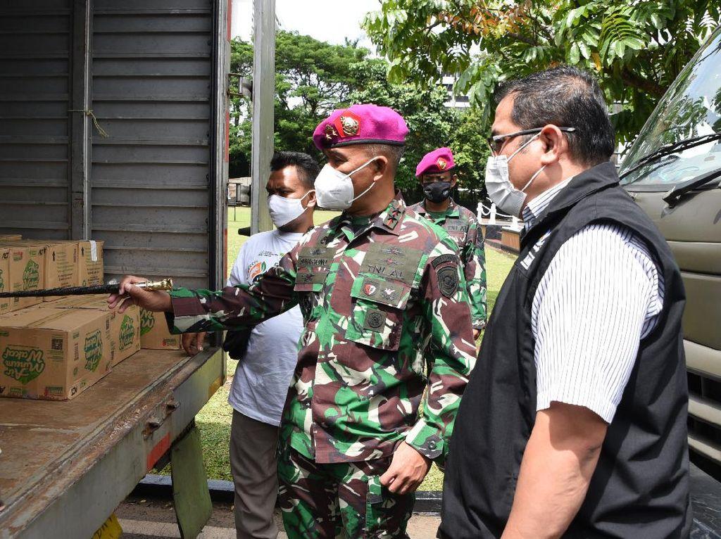 Marinir Kirim Bantuan Gelombang Ke-2 untuk Korban Banjir Karawang-Bekasi