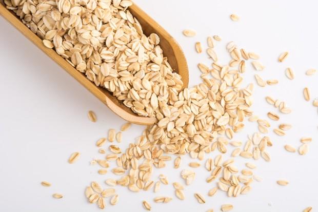 Masker dari oats yang dicampur dengan yoghurt bisa menjadi pilihan untuk mengusir bintik hitam pada wajah.