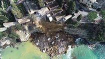 Pemakaman Longsor, 200 Peti Mati Bangkit dari Kubur