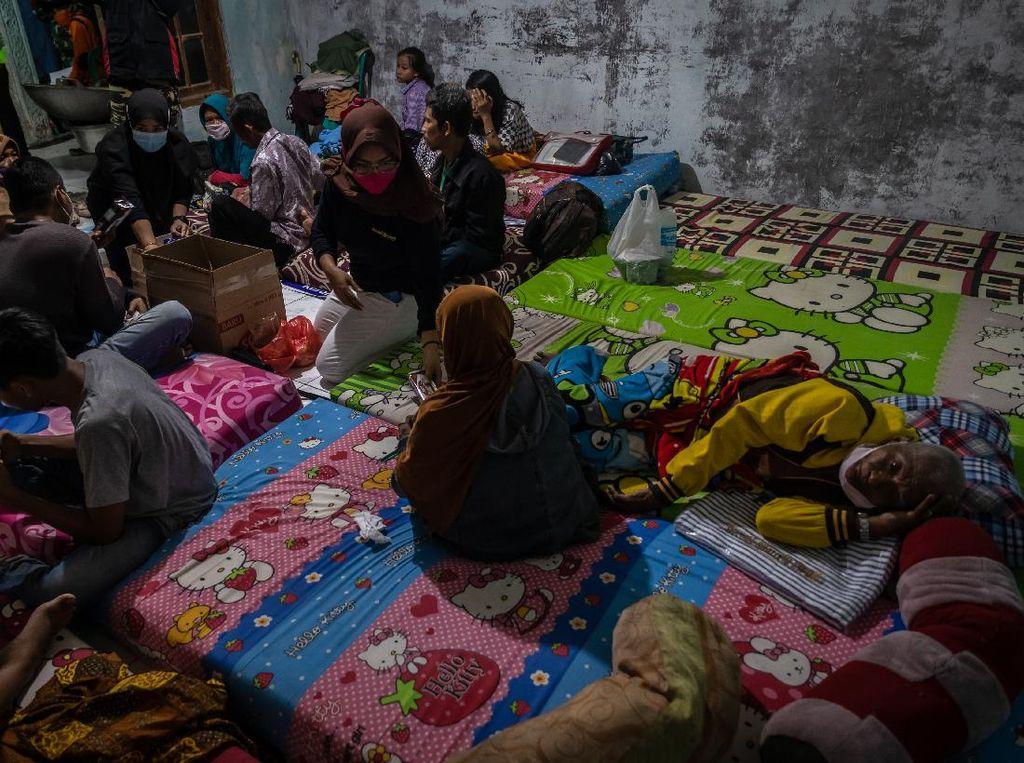 Rumah Diterjang Puting Beliung, Warga Demak Mengungsi
