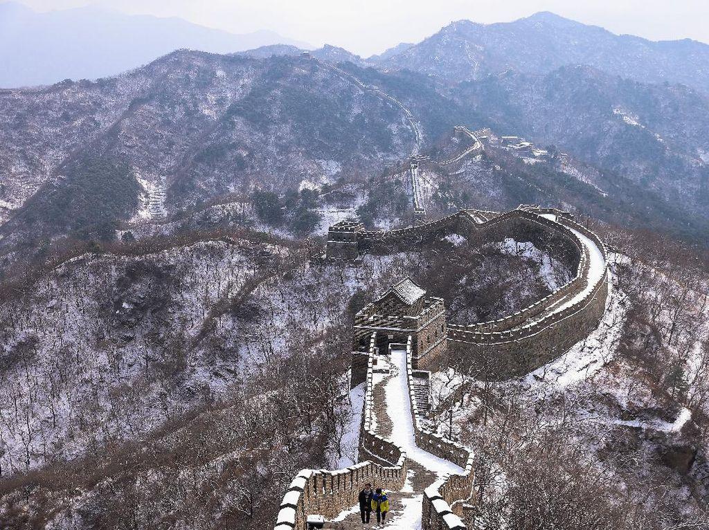 Pahat Nama di Tembok Raksasa China, 3 Turis Dihukum