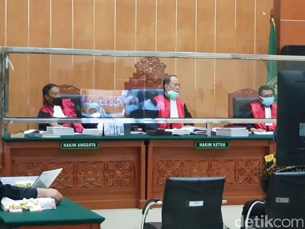 Hakim Tegur Penasihat Hukum-Jaksa yang Adu Argumen di Sidang John Kei
