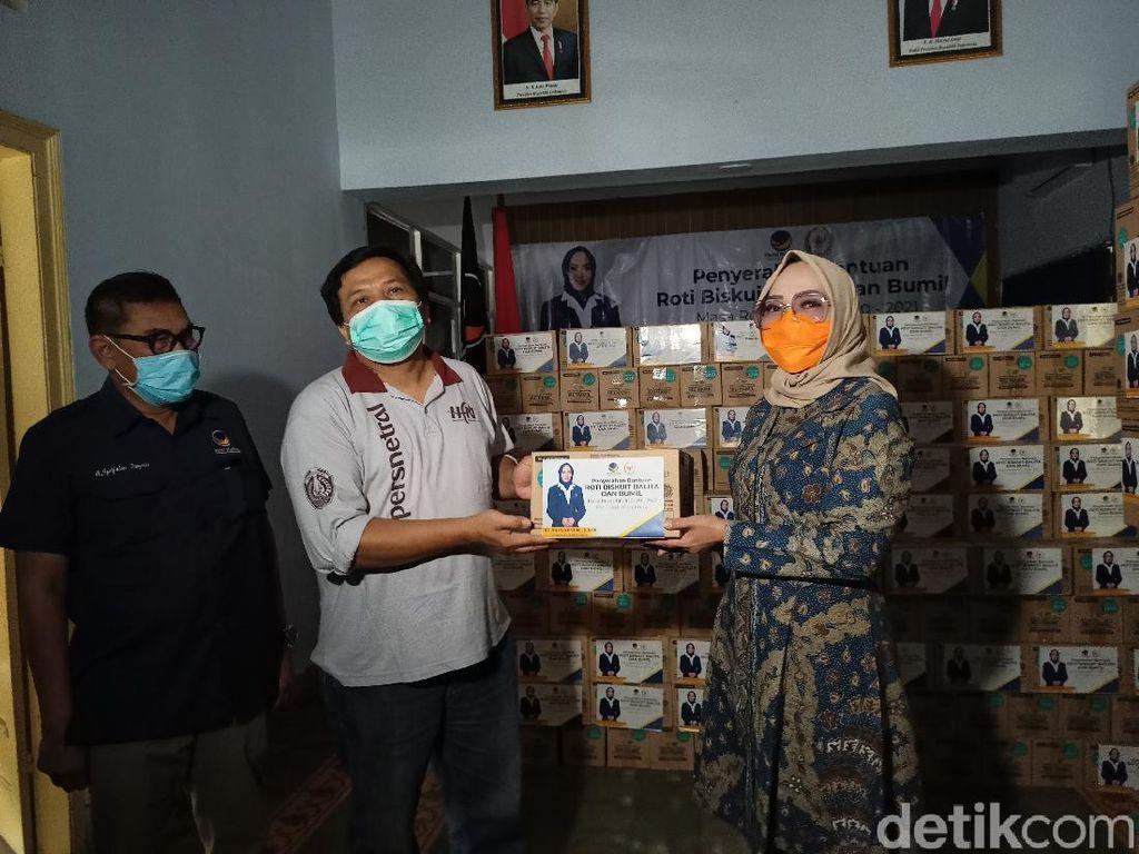 Peduli Balita dan Ibu Hamil di Ponorogo, Anggota DPR RI Bagikan Biskuit