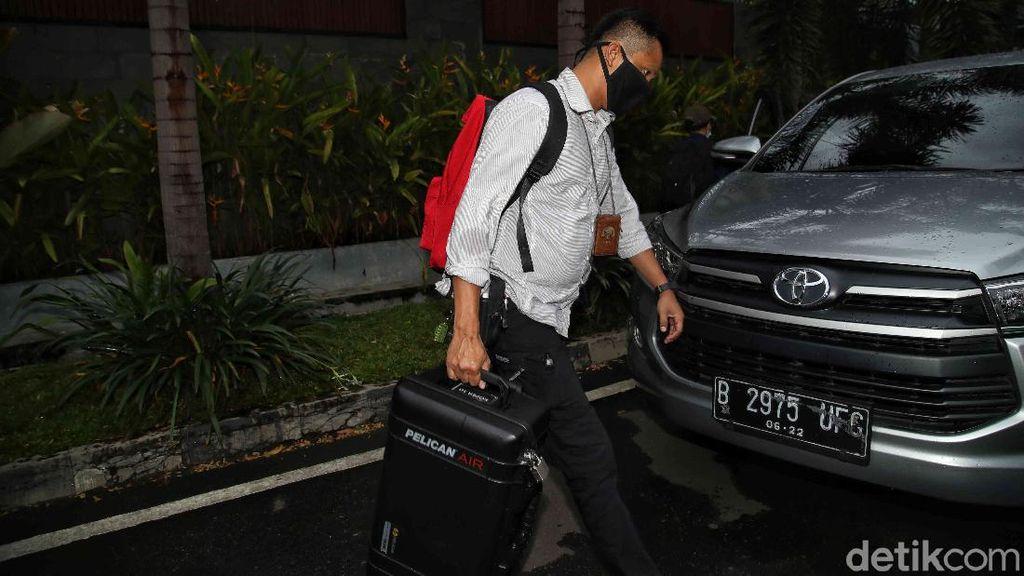 Foto: KPK Geledah Rumah Ihsan Yunus Soal Kasus Bansos Corona