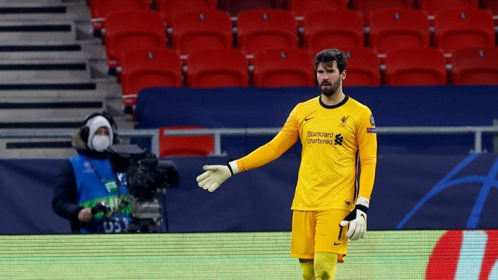BUDAPEST, HUNGARY - FEBRUARY 16: Alisson Becker of Liverpool FC looks on during the UEFA Champions League Round of 16 match between RB Leipzig and Liverpool FC at Puskas Arena on February 16, 2021 in Budapest, Hungary. (Photo by Laszlo Szirtesi/Getty Images)