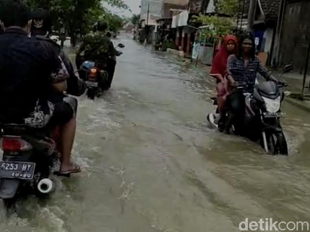 Meski Surut, Namun Banjir di Lamongan Masih Merendam 6 Kecamatan
