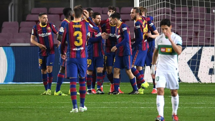 BARCELONA, SPAIN - FEBRUARY 24: Lionel Messi of FC Barcelona celebrates with team mates after scoring their sides first goal during the La Liga Santader match between FC Barcelona and Elche CF at Camp Nou on February 24, 2021 in Barcelona, Spain. Sporting stadiums around Spain remain under strict restrictions due to the Coronavirus Pandemic as Government social distancing laws prohibit fans inside venues resulting in games being played behind closed doors. (Photo by Alex Caparros/Getty Images)