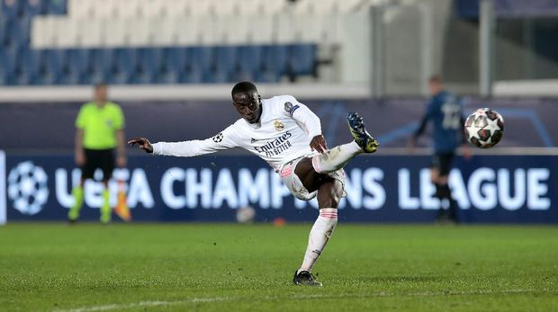 BERGAMO, ITALY - FEBRUARY 24: Ferland Mendy of Real Madrid scores their side's first goal during the UEFA Champions League Round of 16 match between Atalanta and Real Madrid at Gewiss Stadium on February 24, 2021 in Bergamo, Italy. Sporting stadiums around Italy remain under strict restrictions due to the Coronavirus Pandemic as Government social distancing laws prohibit fans inside venues resulting in games being played behind closed doors. (Photo by Emilio Andreoli/Getty Images)
