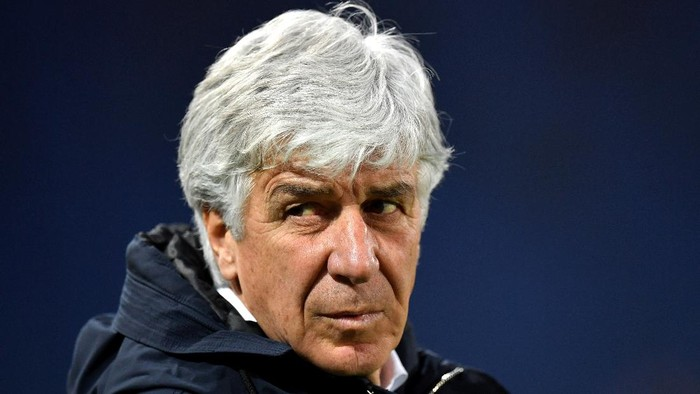 BERGAMO, ITALY - FEBRUARY 21: Gian Piero Gasperini, Head Coach of Atalanta B.C. looks on prior to the Serie A match between Atalanta BC and SSC Napoli at Gewiss Stadium on February 21, 2021 in Bergamo, Italy. Sporting stadiums around Italy remain under strict restrictions due to the Coronavirus Pandemic as Government social distancing laws prohibit fans inside venues resulting in games being played behind closed doors. (Photo by Valerio Pennicino/Getty Images)