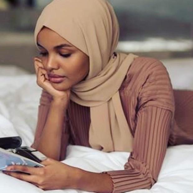 Model halima hijab coklat muda