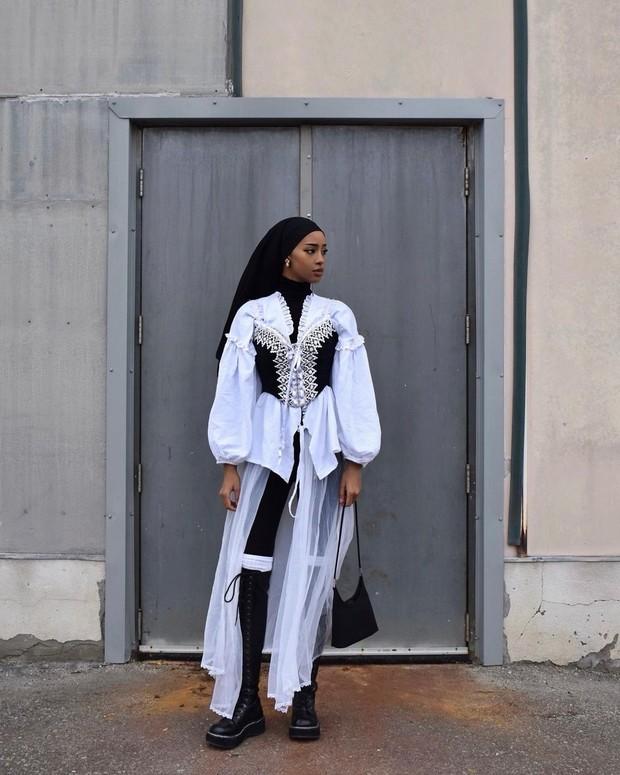 Hijab warna hitam hodanyousuf