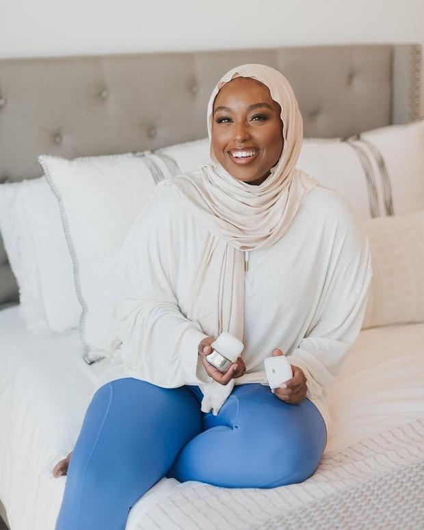 Hijab putih gading aysha harun