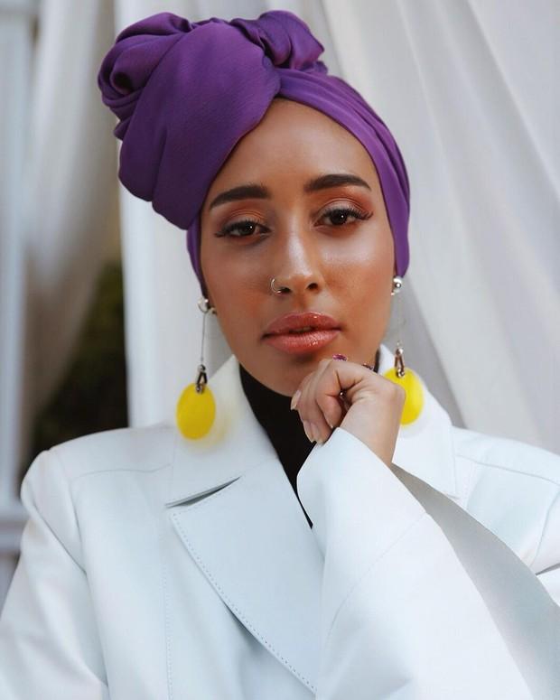 Hijab warna ungu