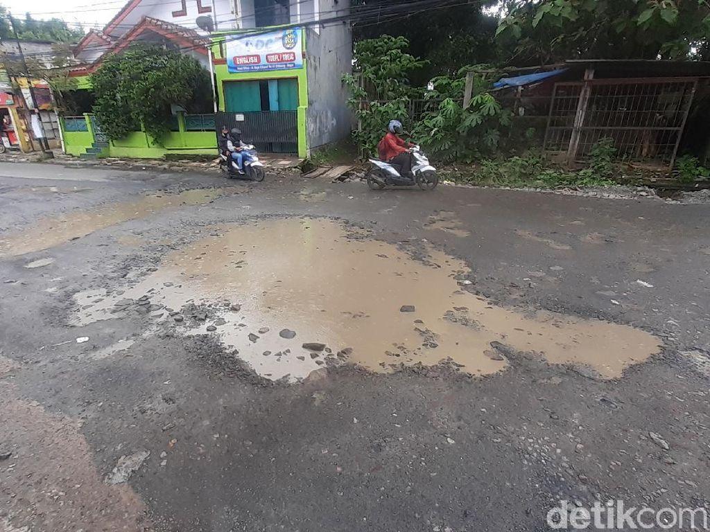 Jl Cikaret Bogor yang Rusak Akan Diperbaiki, Dinas PUPR Mulai Survei