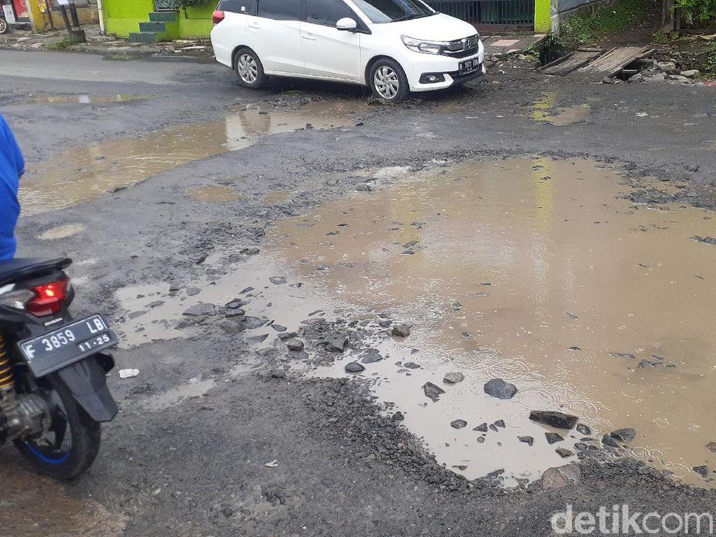 Jl Cikaret Kabupaten Bogor Rusak Lagi Sejak Diguyur Hujan Deras