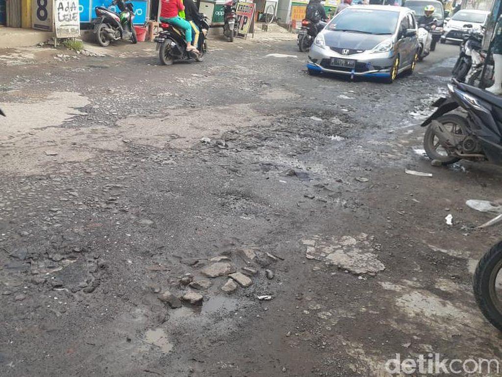 Jl Raya Pabuaran Kabupaten Bogor Masih Menanti Perbaikan