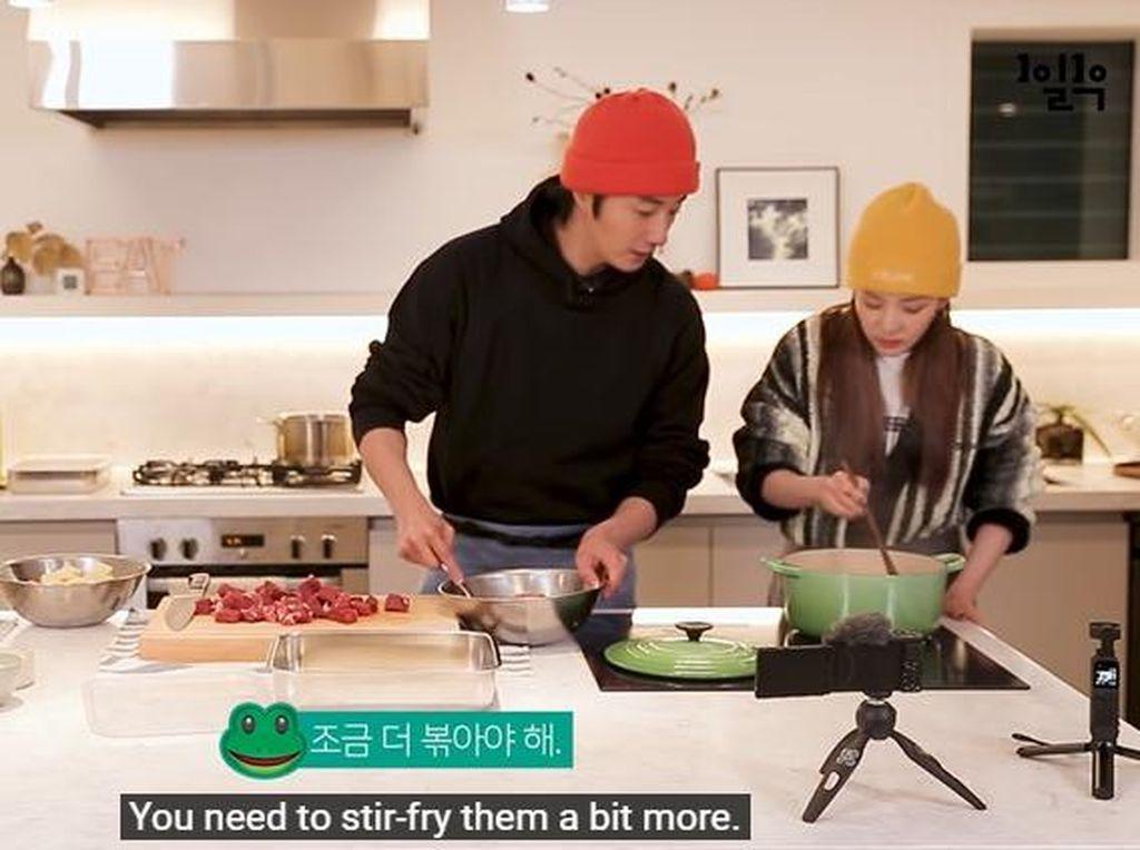 Serunya Jung Il Woo Saat Masak Makanan Filipina untuk Sandara Park