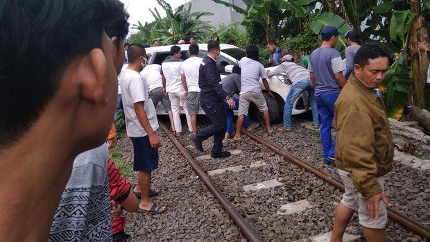 Kereta Barang Tabrak Mobil di Cilegon, Tak Ada Korban Jiwa (Foto: dok. Polsek Ciwandan)