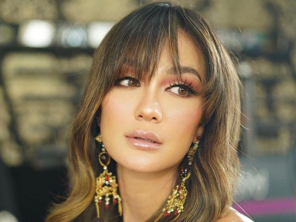 8 Artis Cantik Indonesia yang Punya Ibu Bule, Wajah Blasterannya Khas Banget