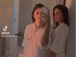 8 Foto Wanita Transgender Kembar Pertama di Dunia, Jadi Kontroversi