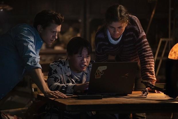 Zendaya membagikan potretnya bersama 2 pemain Spider-Man 3