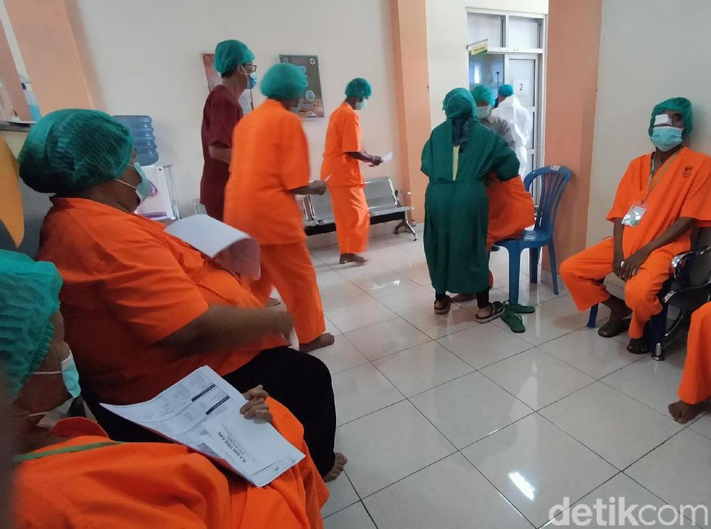 Puluhan Warga Majalengka Mendapatkan Operasi Karatak Gratis