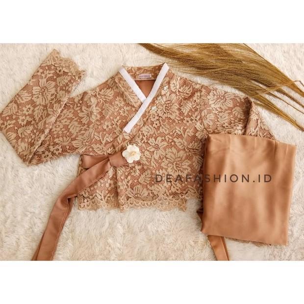 Deafashion.id yang menjual baju hanbok Korea yang dipadukan dengan kain brokat.