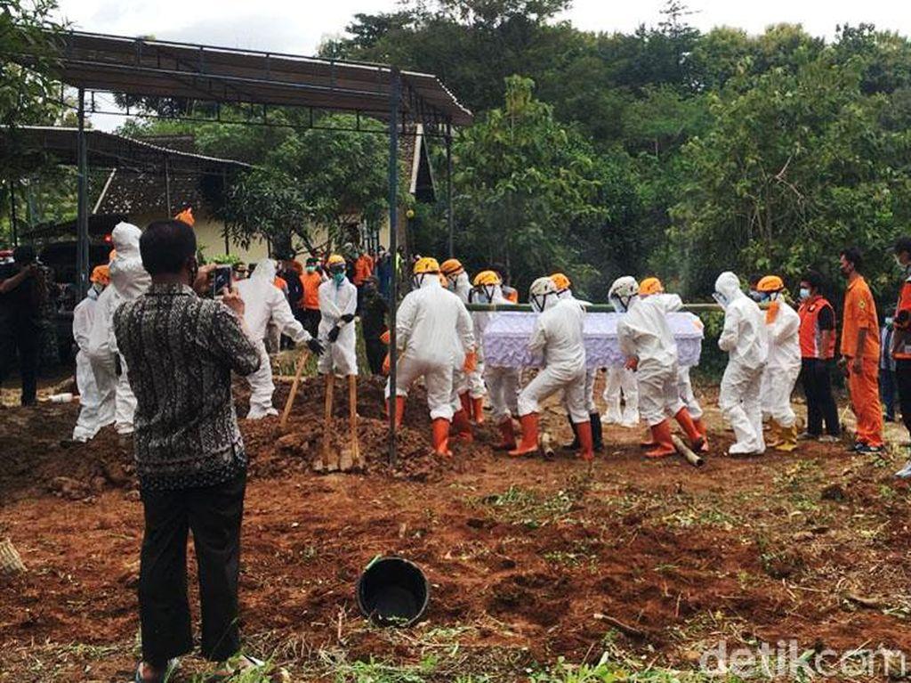 Dimakamkan di Karanganyar, Pimpinan MTA Ahmad Sukina Wafat Positif Corona