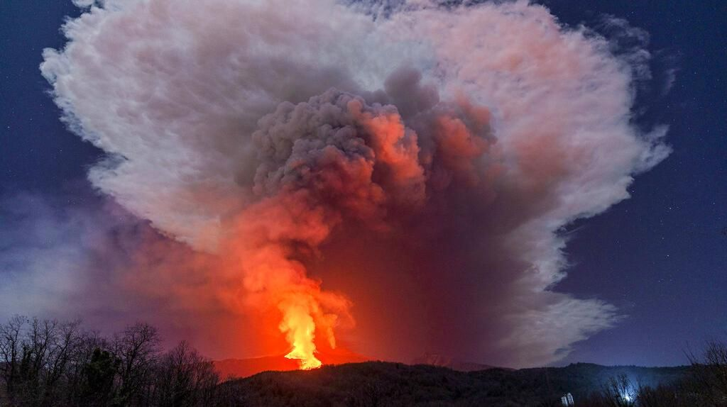 Terkini! Potret Letusan Gunung Etna di Italia