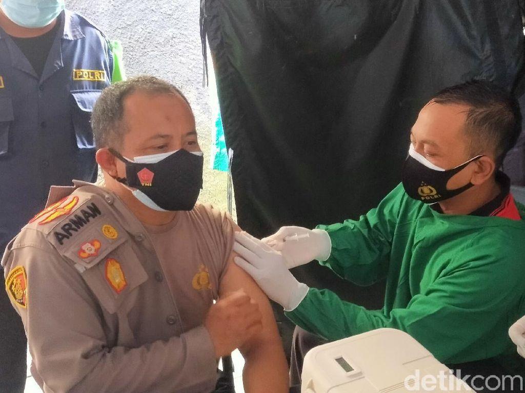 525 Polisi di Banyuwangi Divaksin COVID-19