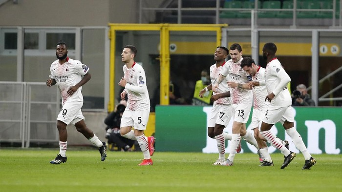 AC Milans Franck Kessie, left, celebrates with his teammates after scoring his sides opening goal during the Europa League round of 32 second leg soccer match between AC Milan and Red Star Belgrade at the San Siro Stadium, in Milan, Italy, Thursday, Feb. 25, 2021. (AP Photo/Antonio Calanni)