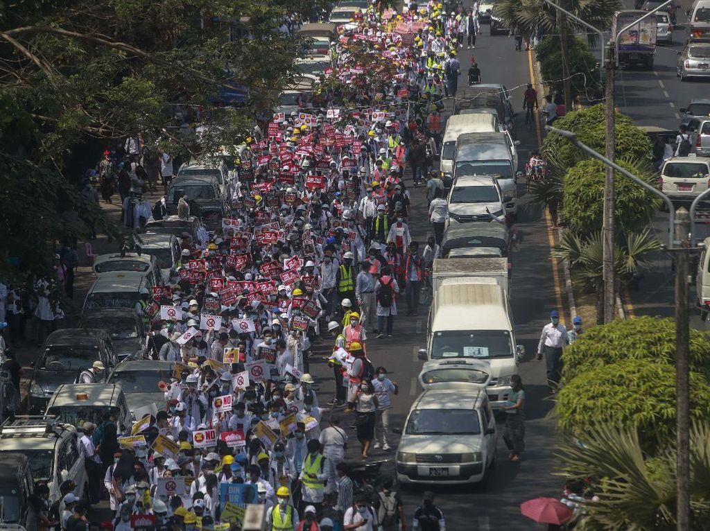 Demo Besar-besaran di Myanmar, Militer Bersiaga Penuh