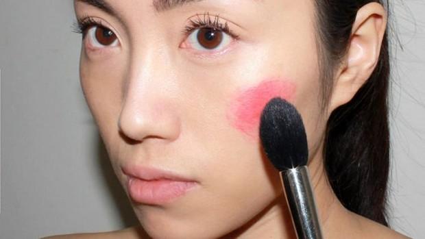 Blush on sebelum foundation