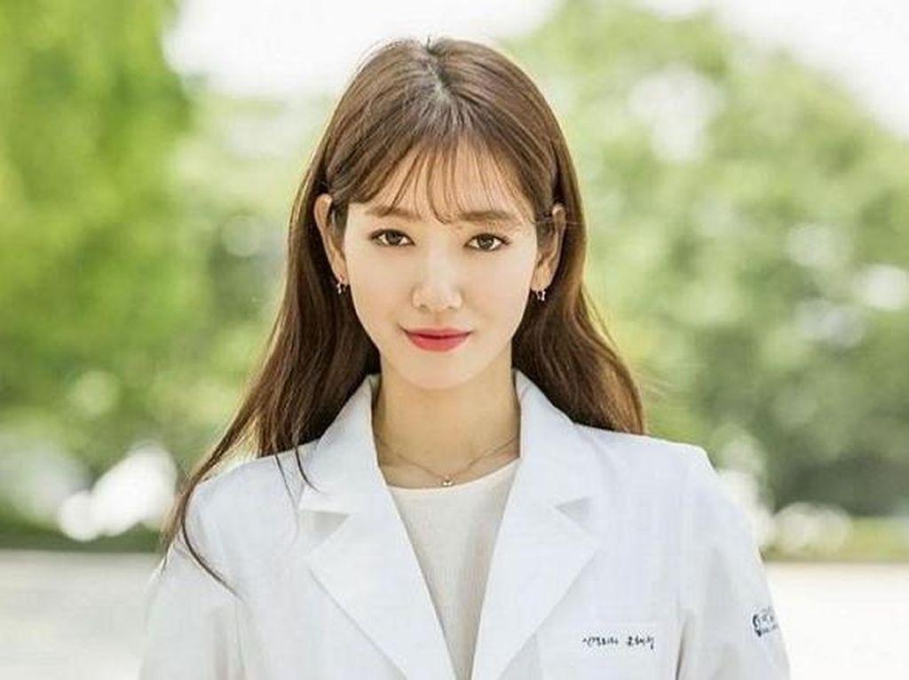 5 Akting Memukau Park Shin Hye di Berbagai Film Korea Populer