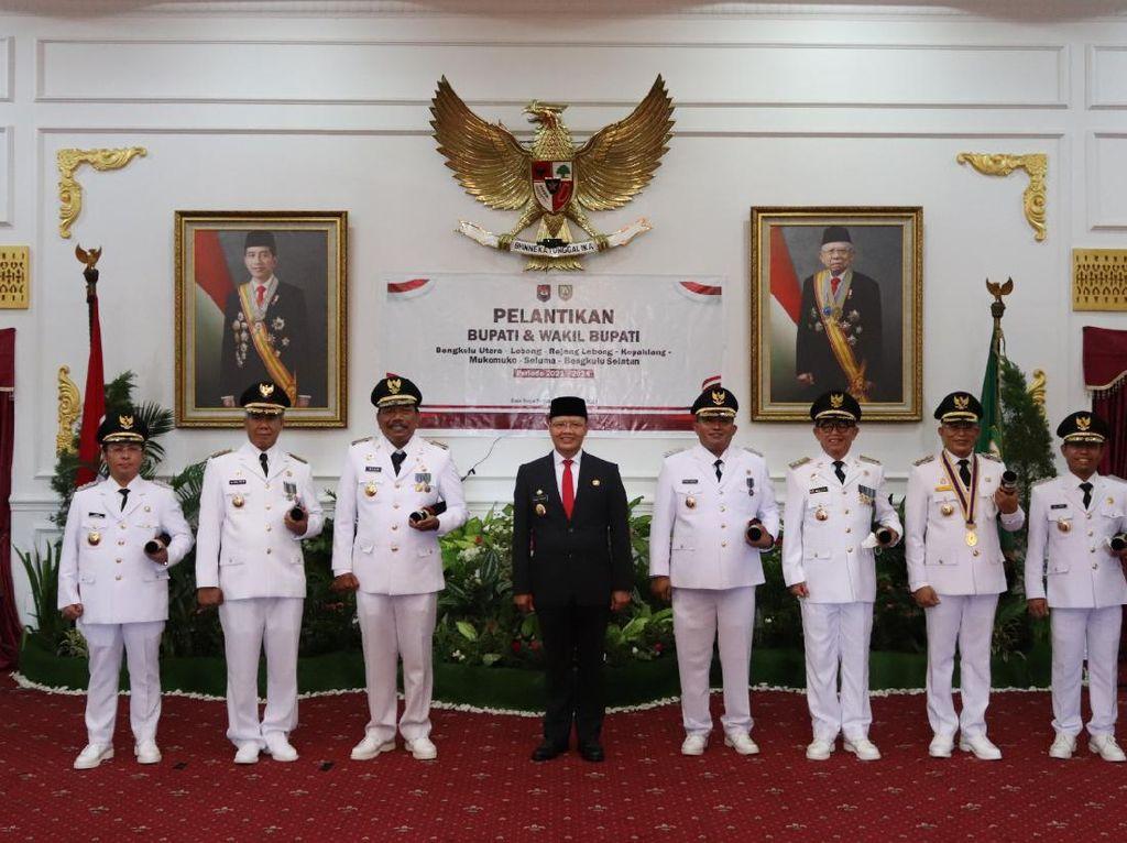 Lantik 7 Bupati, Gubernur Bengkulu Ingatkan Kekompakan di Masa Pandemi