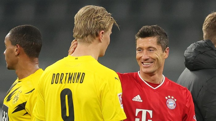 DORTMUND, GERMANY - NOVEMBER 07: Erling Haaland of Dortmund and Robert Lewandowski of Muenchen chat after the Bundesliga match between Borussia Dortmund and FC Bayern Muenchen at Signal Iduna Park on November 07, 2020 in Dortmund, Germany. Sporting stadiums around Germany remain under strict restrictions due to the Coronavirus Pandemic as Government social distancing laws prohibit fans inside venues resulting in games being played behind closed doors. (Photo by Friedemann Vogel - Pool/Getty Images)