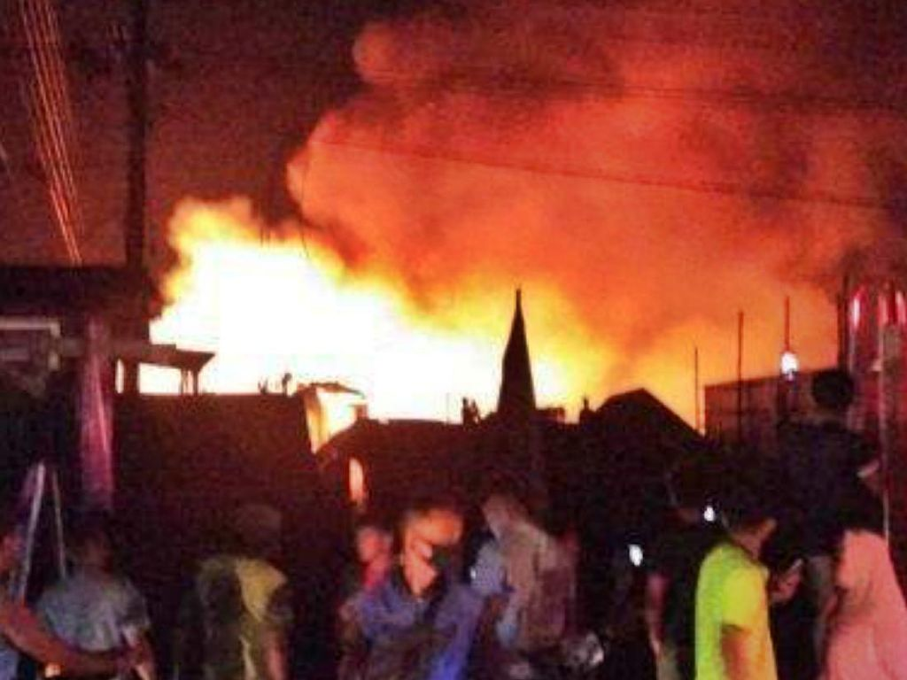 Ngeri Kebakaran Penampungan BBM Ilegal Berasal dari Tangki