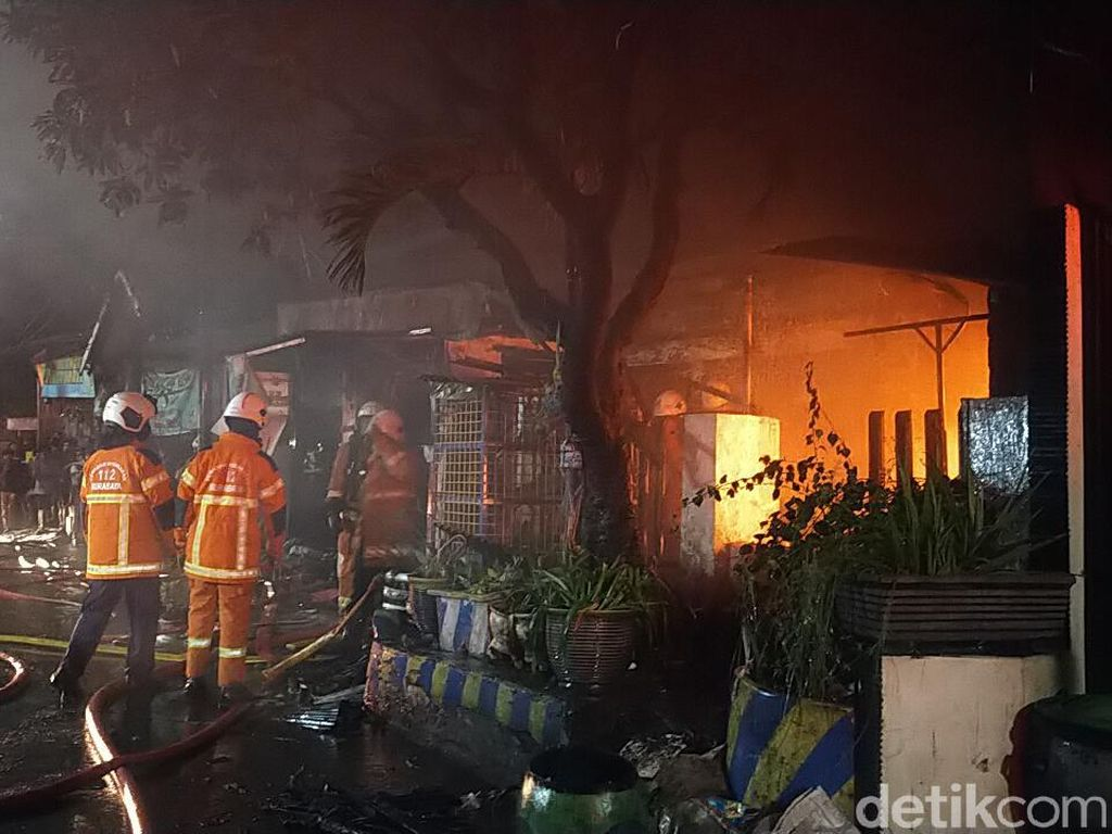 Aksi Ibu Selamatkan Anak dalam Kebakaran di Surabaya yang Berujung Duka