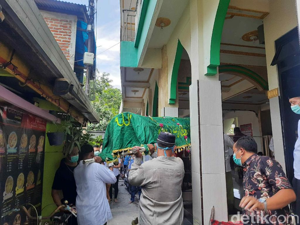 Ibu dan Anak Korban Kebakaran Rumah di Surabaya Dimakamkan