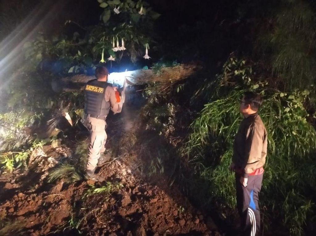 Longsor Sempat Tutup Jalur Alternatif Menuju Bromo di Pasuruan