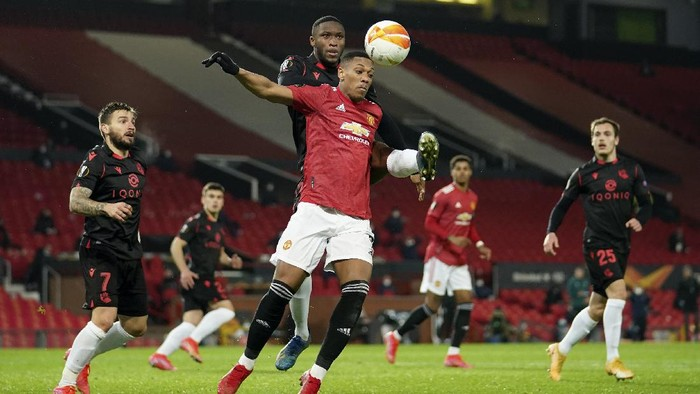 Real Sociedads Modibo Sagnan fights for the ball with Manchester Uniteds Anthony Martial, foreground, during the Europa League round of 32, second leg, soccer match between Manchester United and Real Sociedad at Old Trafford in Manchester, England, Thursday, Feb. 25, 2021. (AP Photo/Dave Thompson)