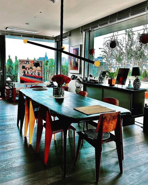 Meja makan di rumah G-Dragon.