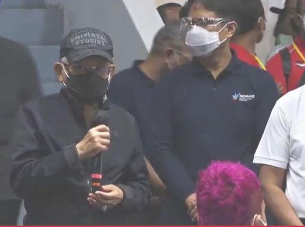 Pakai Jaket dan Topi, Maruf Amin Tinjau Vaksinasi Atlet di Istora