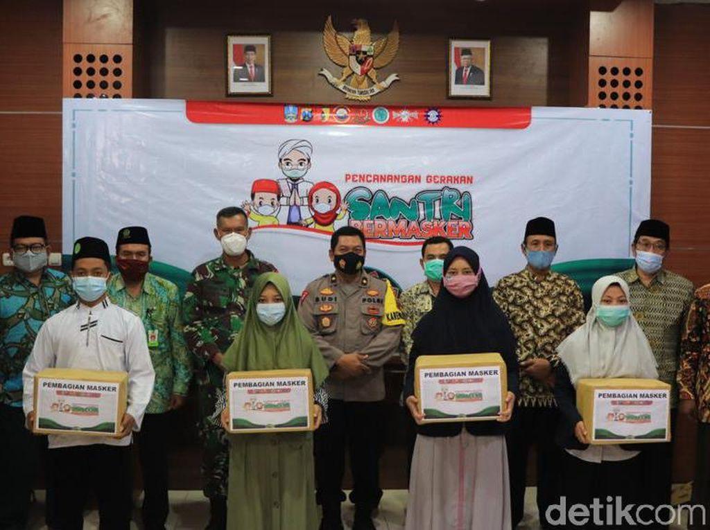 Giliran Santri di Tuban Mendapat 5 Ribu Masker