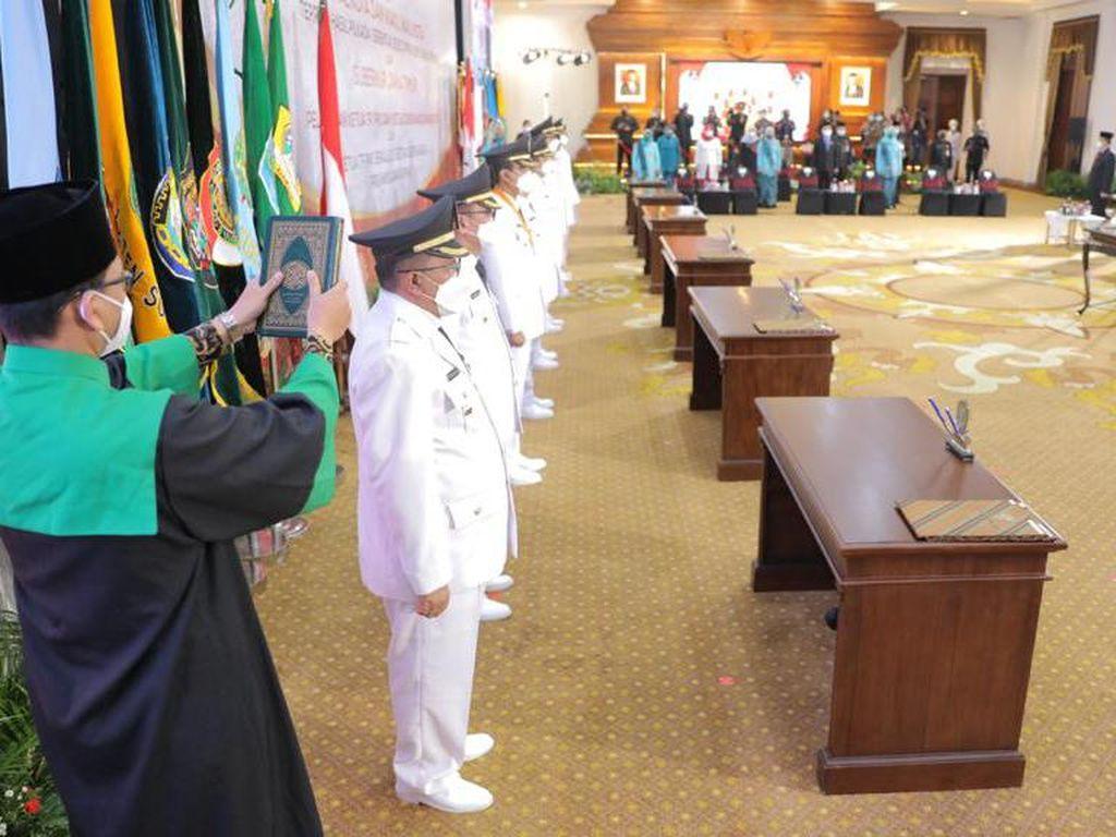 Gubernur Khofifah Marathon Sertijab 14 Bupati-Wali Kota di Jatim