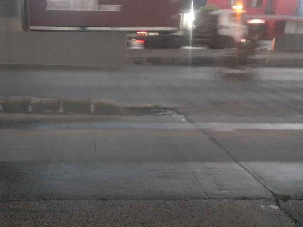 Bahaya! Pembatas Jalan di Jl Raya Cilincing Ini Sering Makan Korban
