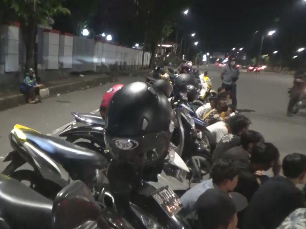 Bubarkan Balap Liar di Makassar, Polisi Diserang Pakai Batu
