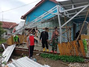 Puting Beliung Terjang 3 Desa di Brebes, Puluhan Rumah Rusak
