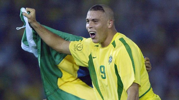 Brazil's forward Ronaldo celebrates, wrapped in his national colors, after Brazil won 2-0 against Germany in match 64 of the 2002 FIFA World Cup Korea Japan final 30 June, 2002 at the International Stadium Yokohama, Japan. Ronaldo scored the two winning goals, giving Brazil its fifth World Cup title.AFP PHOTO DANIEL GARCIA (Photo by DANIEL GARCIA / AFP)