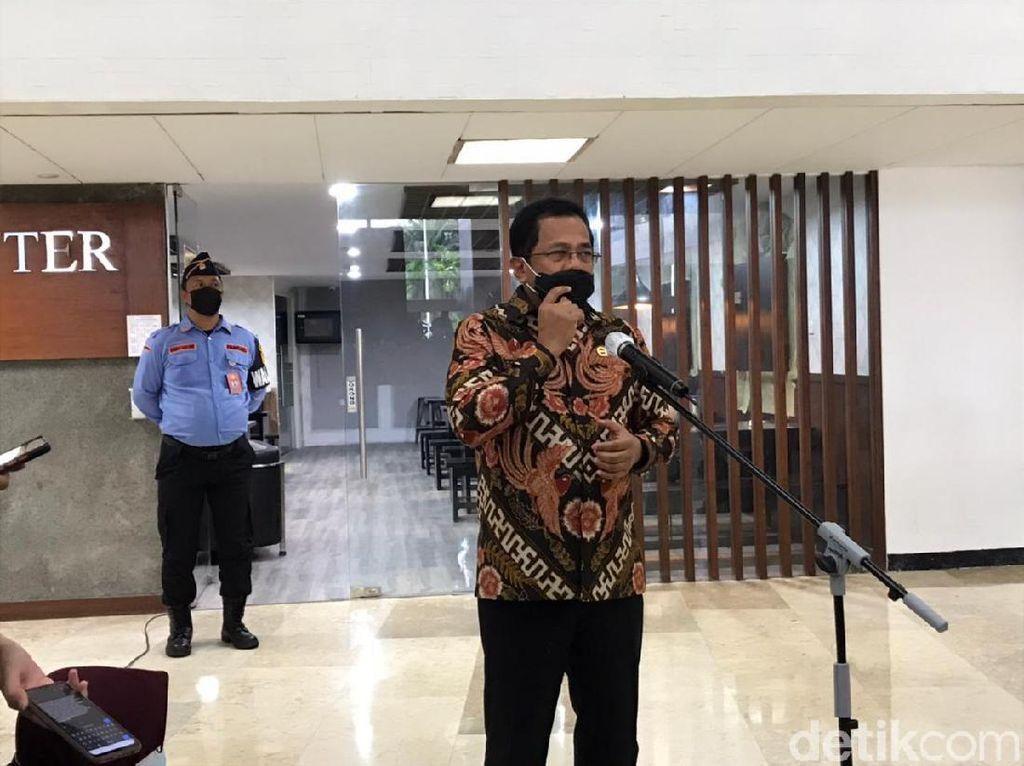 Keluarga Anggota DPR Ikut Divaksinasi, Sekjen: Nggak Ada yang Istimewa